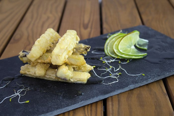 Bastones de berenjena en tempura